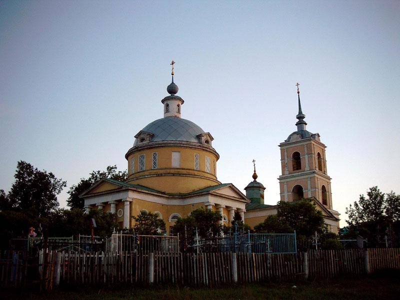 Трехсвятительский храм белоомут 1