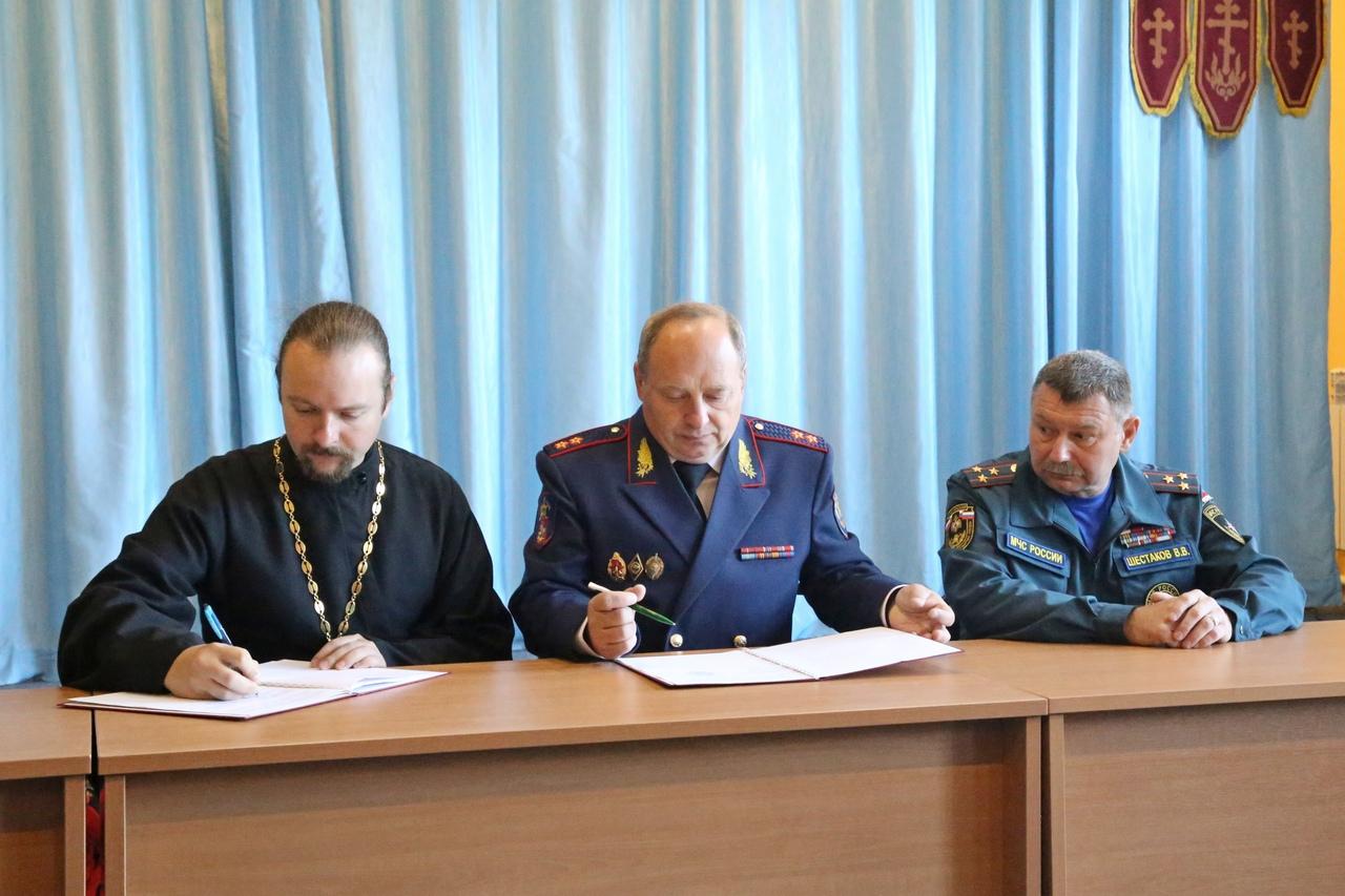 Подписание договора о сотрудничестве между Луховицким благочинием и Всероссийским добровольным пожарным обществом