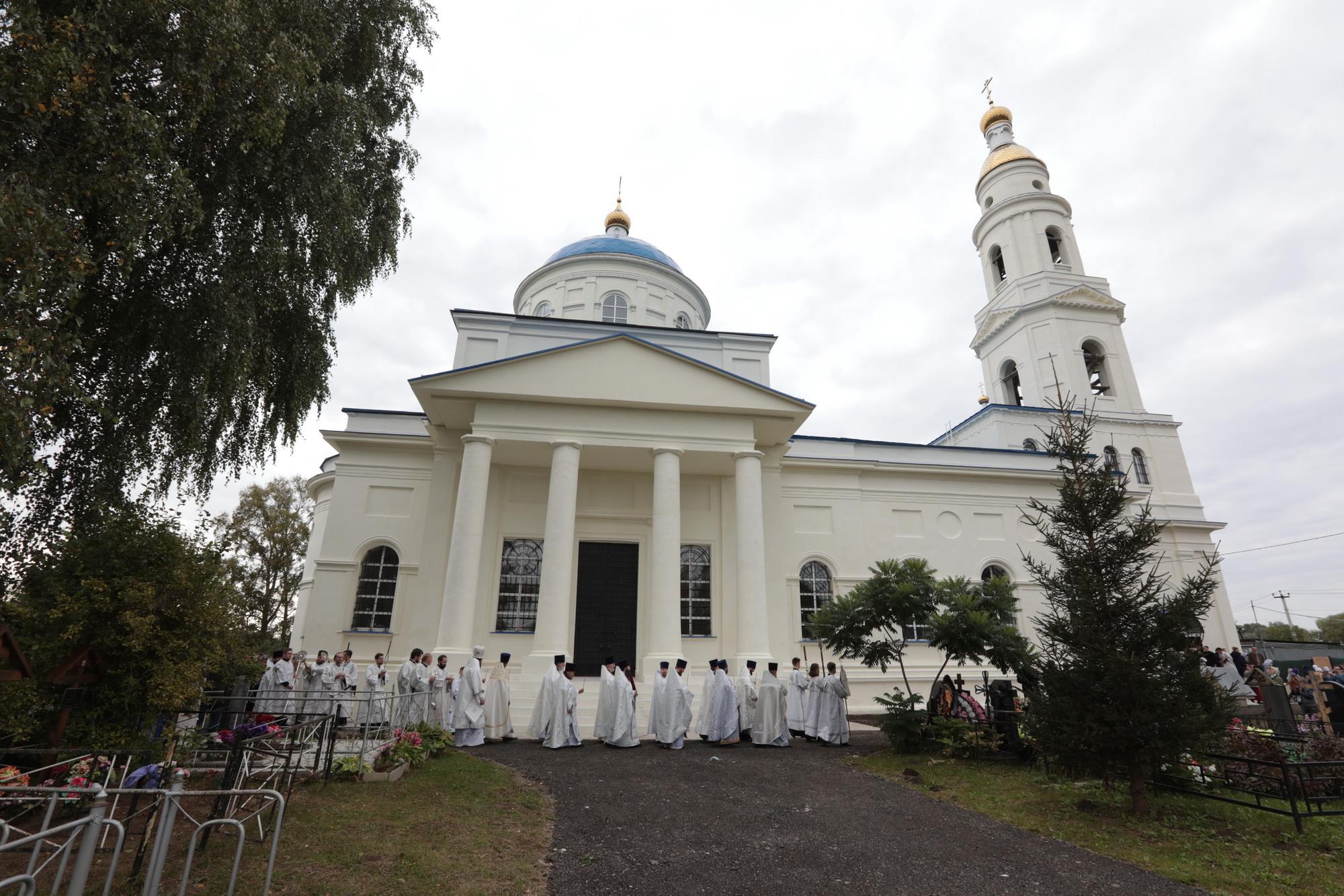 Великое освящение Казанского храма села Дединово