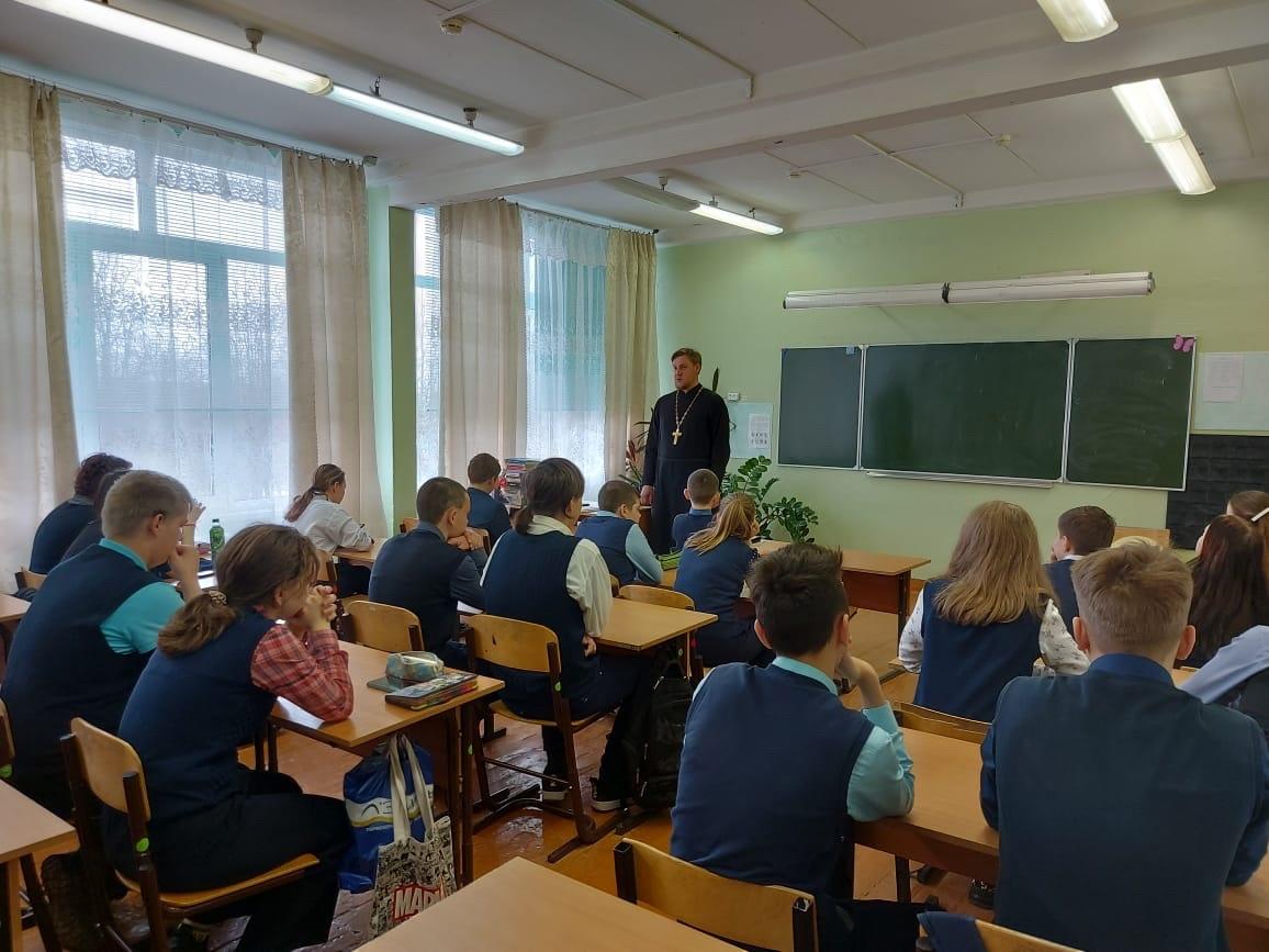 Месячник «Встреча со священником» в учебных заведениях  Луховицкого городского округа